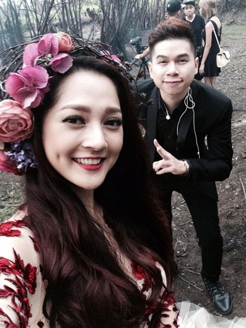 """Bảo Anh và Hoàng Tôn vừa phát hành ca khúc song ca """"Mình yêu nhau bao lâu"""" hiện đang được đông đảo khán giả trẻ yêu thích"""