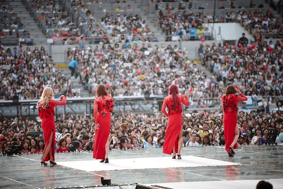 Màn hóa trang thành Girl's Day cực đặc sắc của 4 chàng trai Kyuhyun, Changmin, Minho và Suho trong ca khúc Something