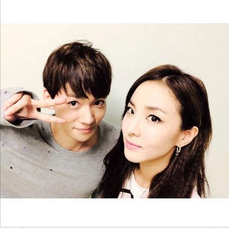 Dara khoe hình chụp cùng Jinwoon