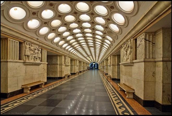 Ga tàu điện ngầm Moscow - Cung điện lộng lẫy trong lòng đất
