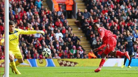 Sturridge ghi bàn thắng thứ 36 sau 50 trận thi đấu cho Liverpool