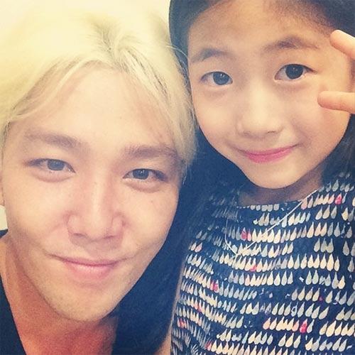 Kang In khoe hình em gái nhỏ cực dễ thương