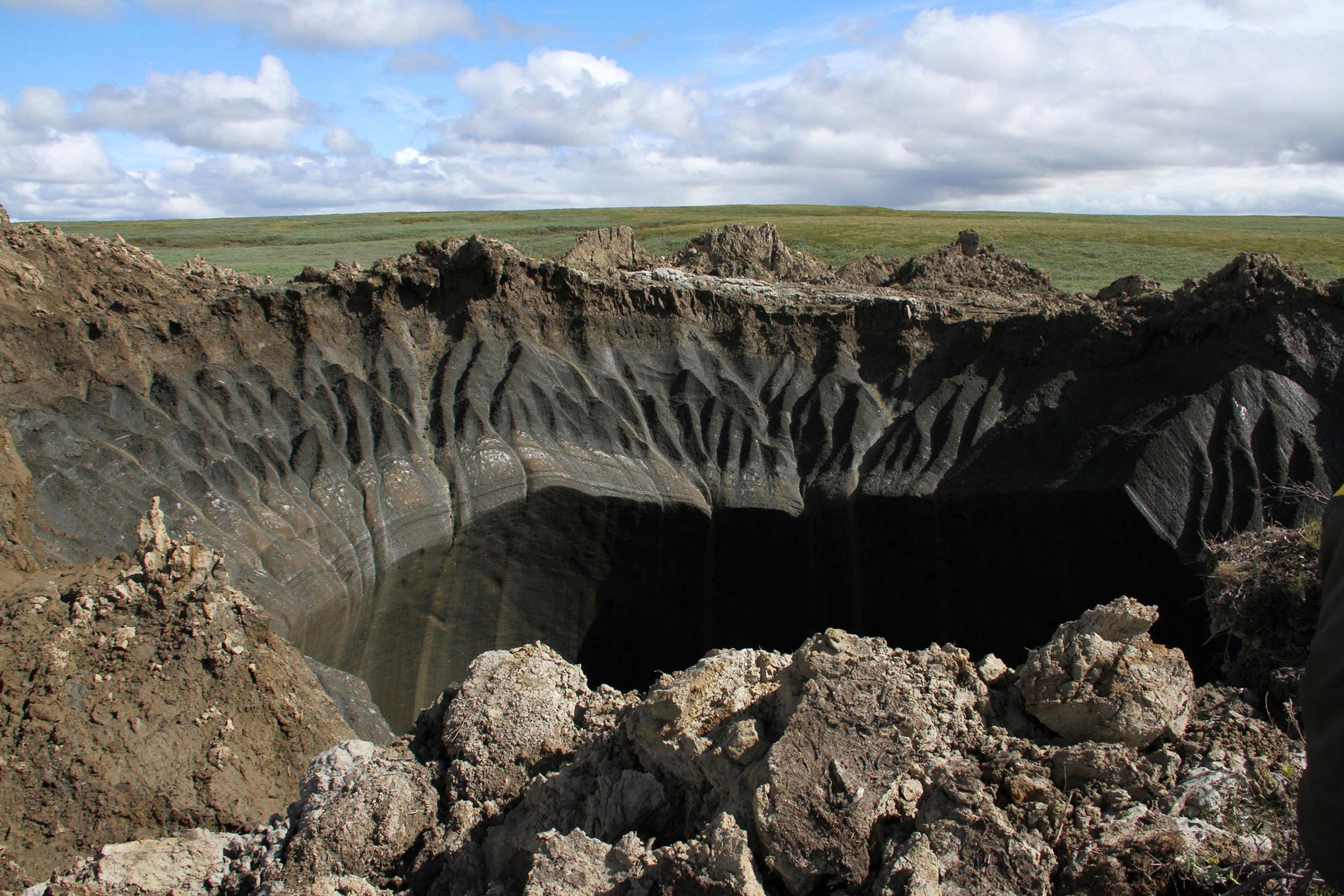 Những miệng hố và hang động kì lạ của thế giới