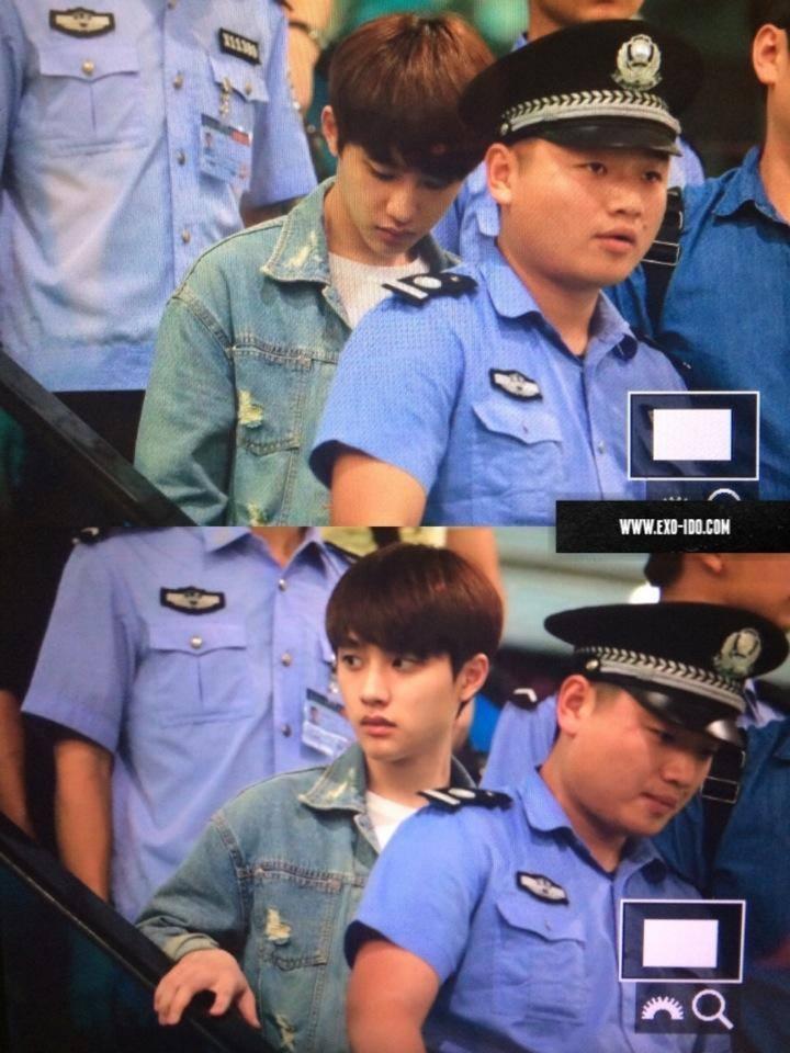 Do tình hình hỗn loạn tại sân bay ngày 16/8, thành viên D.O đã được nhiều nhân viên an ninh hộ tống khi 1 mình đến Nam Kinh ngày 17/8