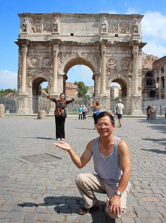 """Cặp đôi U70 người Việt """"phượt"""" khắp châu Âu khiến giới trẻ phát thèm"""