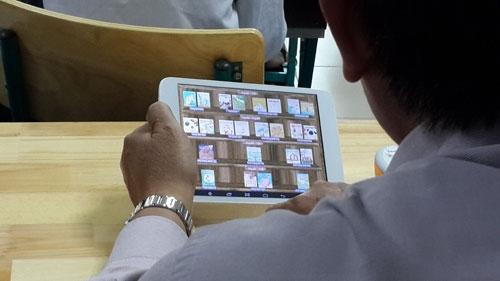 Mỗi học sinh tiểu học phải sắm một máy tính bảng !