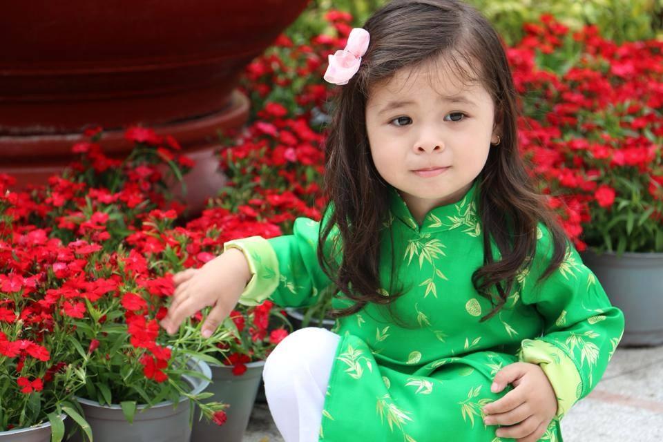 """Bé 3 tuổi lai Việt-Hungary """"đốn tim"""" cộng đồng mạn"""