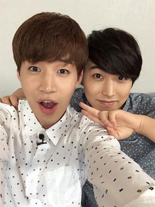 Henry hỏi ý kiến của fan về việc anh ấy muốn dẫn một người bạn nước ngoài đến Hàn Quốc du lịch thì sẽ đi đâu? Và sau đó khoe hình cùng Sungmin