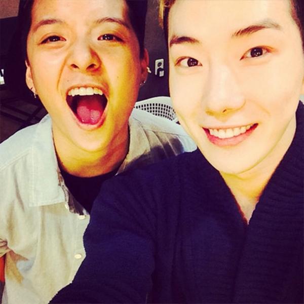Jokwon khoe hình thân thiết cùng Amber khi cô đến ủng hộ buổi nhạc kịch của anh