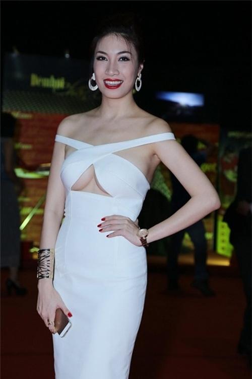Nhiều khán giả không vừa mắt với bộ váy của Pha Lê khi tham gia một sự kiện hồi tháng 6/2014