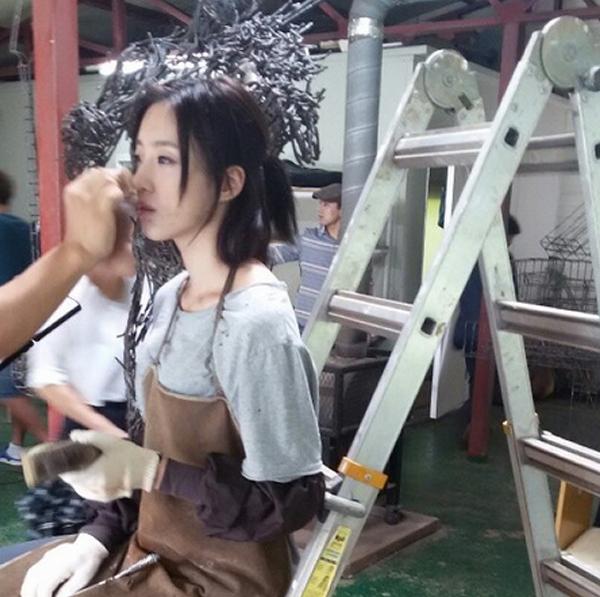 Eunjunggiới thiệu cho fan những hình ảnh trong bộ phim mới của cô
