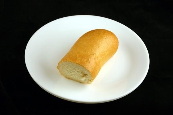 Nửa ổ bánh mì 72g = 200 calo