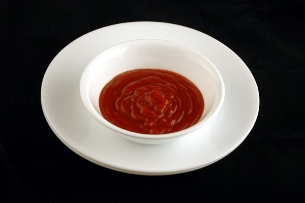 Nủa chén sốt tương cà chua = 200 calo