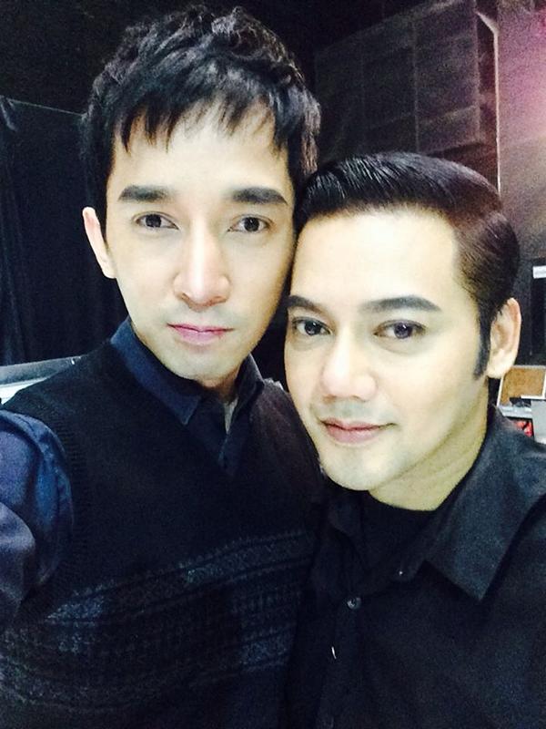 Tan chảy với ảnh cưới ngọt ngào của cặp đôi đồng tính nam Thái Lan