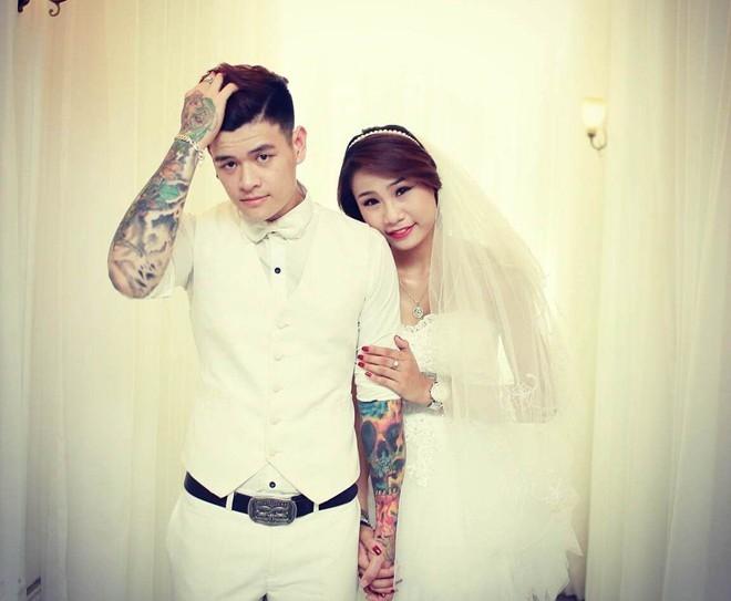 Cặp đôi 9x khoe hình xăm táo bạo trong ảnh cưới