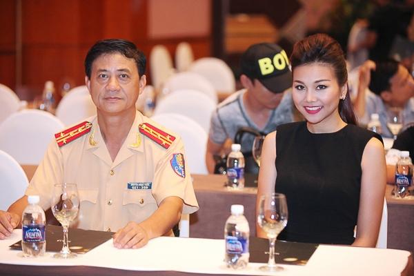 Thanh Hằng làm đại sứ chiến dịch đội mũ bảo hiểm - Tin sao Viet - Tin tuc sao Viet - Scandal sao Viet - Tin tuc cua Sao - Tin cua Sao