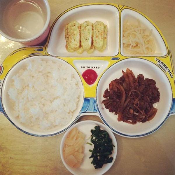 """Haru khoe bữa được làm bởi G-Dragonvới nội dung: """"Cám ơn anh về bữa ăn hấp dẫn anh G-Dragon ơi"""""""