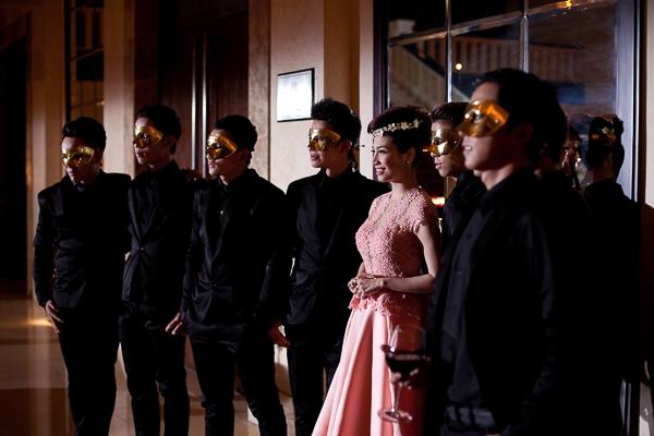 """Không chỉ đầu tư về công sức, MV cũng """"ngốn"""" của nữ ca sỹ quê Hải Phòng số tiền khá lớn, riêng về trang phục trong MV đã lên đến gần 100 triệu."""