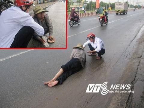 Chiêu giả bại liệt lăn lê bán vé số ở Sài Gòn