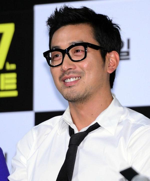 Vị trí thứ 2 thuộc về nam diễn viên Ha Jung Woo với nét đẹp quyến rũ và nam tính. Bên cạnh đó, anh cũng sở hữu những đức tính tốt đẹp của một người bố lý tưởng