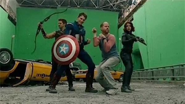 Muốn biết các siêu anh hùng The Avengers chiến đấu thực sự thế nào, hãy xem cách đạo diễn Joss Whedon chỉ đạo diễn xuất trước phông xanh.