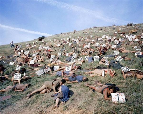 Các diễn viên quần chúng đóng Spartacus được đánh số để chạy đúng đội hình. Khi nghỉ họ cũng nghỉ tại chỗ để nhanh chóng quay lại cảnh.