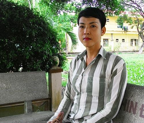 Đắng lòng phận trai chuyển giới trong trại giam toàn đàn ông