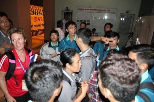 Sập trần nhà thi đấu giải cầu lông Việt Nam mở rộng
