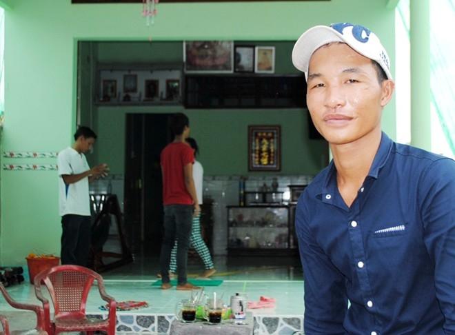 Có nhà mới, Hào Anh đuổi cha mẹ ra đường