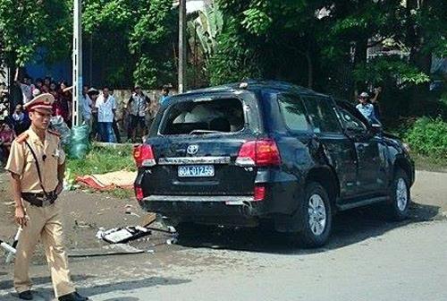 Xe khách gây tai nạn cho tướng công an vì 'tránh ôtô lùi'