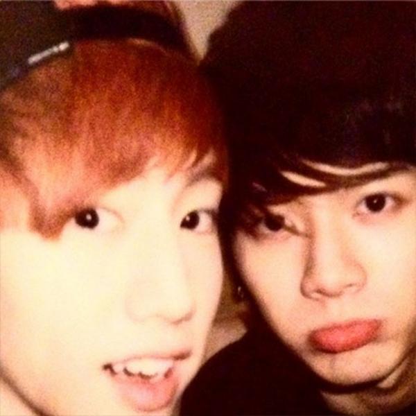 Jackson (GOT7) khoe hình chụp cùng Mark và mừng sinh nhật của anh