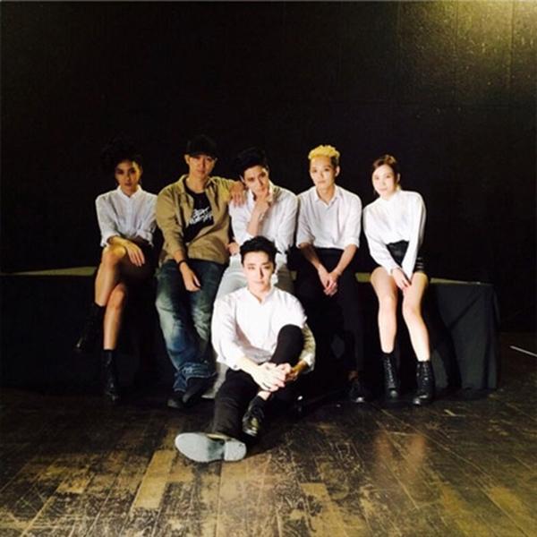 Taemin cùng ekip thực hiện ca khúc ACE