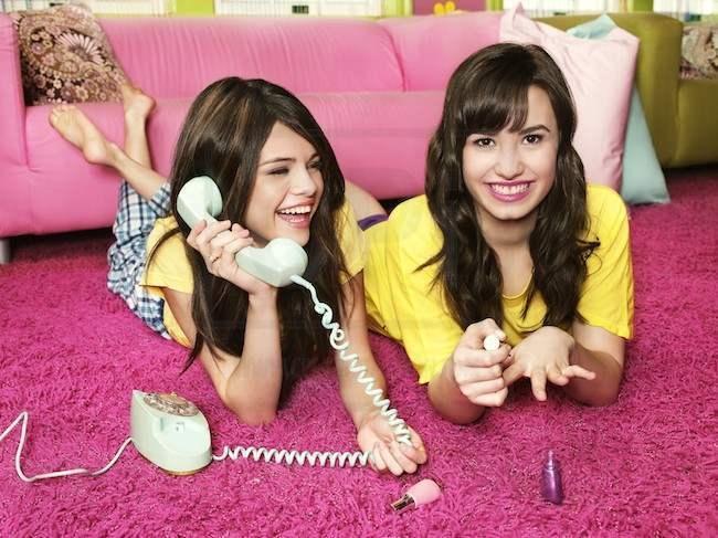 [Wazzup] Lí do Demi Lovato nghỉ chơi Selena Gomez là gì?