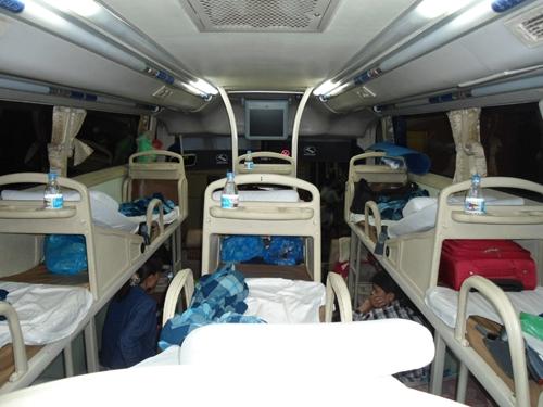 Du khách nước ngoài kể lại kinh nghiệm kinh hãi trên xe khách Việt Nam