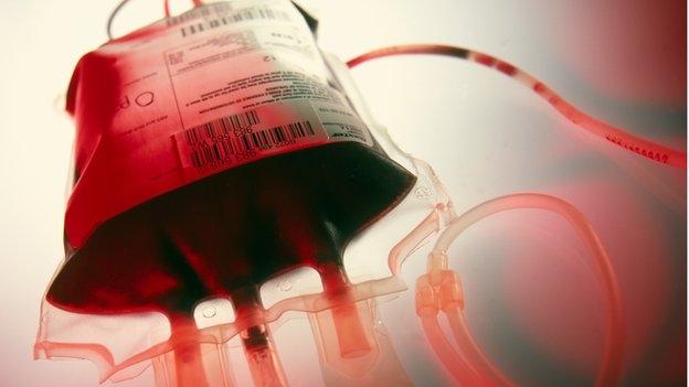 WHO: Sử dụng máu bệnh nhân đã bình phục để điều trị Ebola