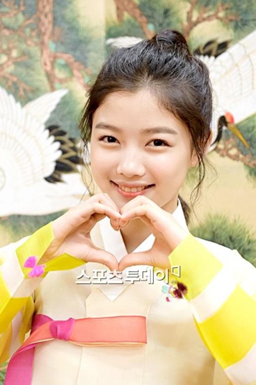 Kim Yoo Jung đáng yêu trong trang phục hanbok mừng lễ Chuseok