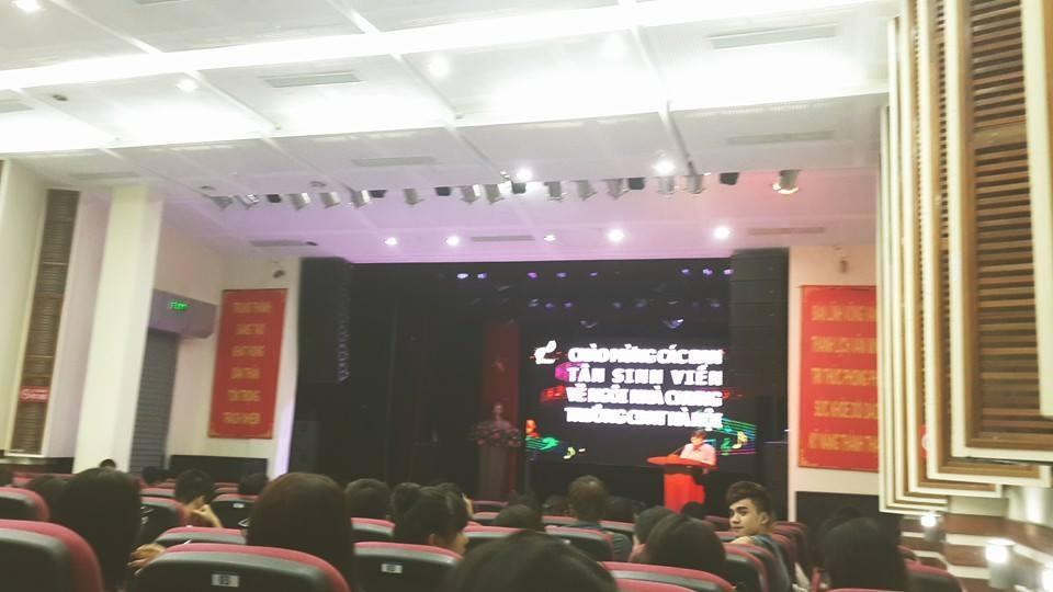 Đầu tháng 9 vừa qua, Yanbi chính thức trở thành sinh viên của trường Cao đẳng Văn hóa Nghệ thuật Hà Nội. Anh chia sẻ hình ảnh dự lễ khai giảng khóa mới của trường.