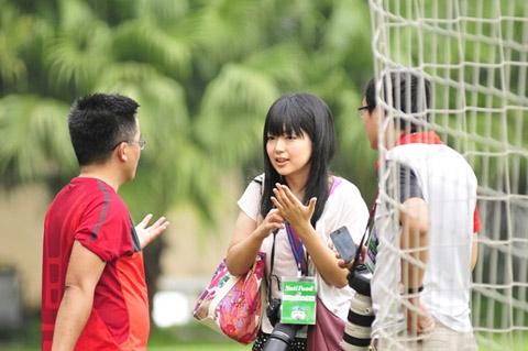 Chân dung nữ phóng viên Nhật Bản hâm mộ U19 Việt Nam