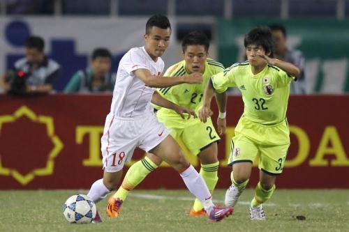 U19 Việt Nam kiểm soát tốt khu vực giữa sân trong hiệp 1