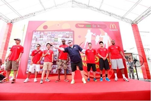Giao lưu với các ngôi sao của đội bóng rổ Saigon Heat