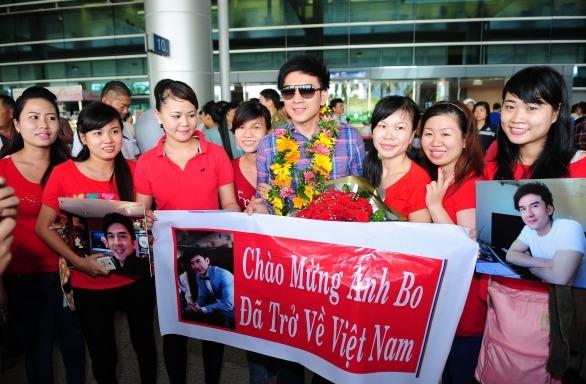 Sau chuyến đi dài ngày này, nam ca sĩ sẽ ở Việt Nam đến hết năm nay và biểu diễn cho các khán giả trong nước. Anh tâm sự rằng khi đi lưu diễn dài ngày như vậy anh thật sự rất nhớ quê nhà - Tin sao Viet - Tin tuc sao Viet - Scandal sao Viet - Tin tuc cua Sao - Tin cua Sao