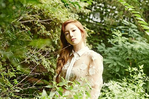 Taeyeon đẹp rạng ngời trong loạt hình album Holler