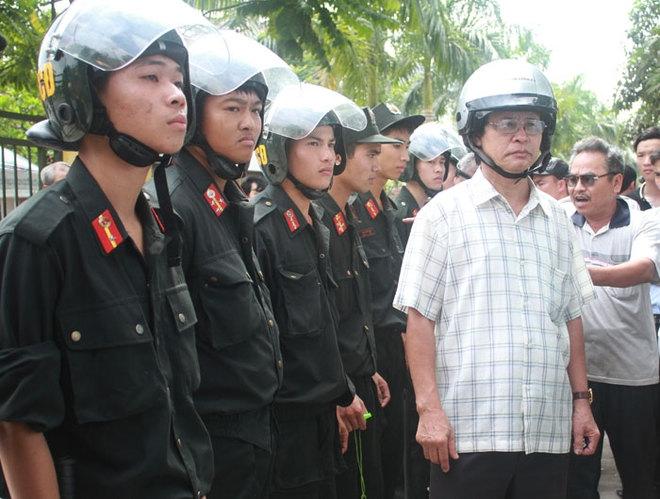 Khoảng 40 cảnh sát cơ động quận Nam Từ Liêm được huy động đến VFF để đảm bảo an ninh.