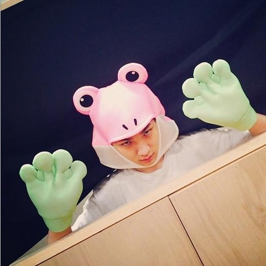 Key bất ngờ hóa thân thành chú ếch hồng cực đáng yêu