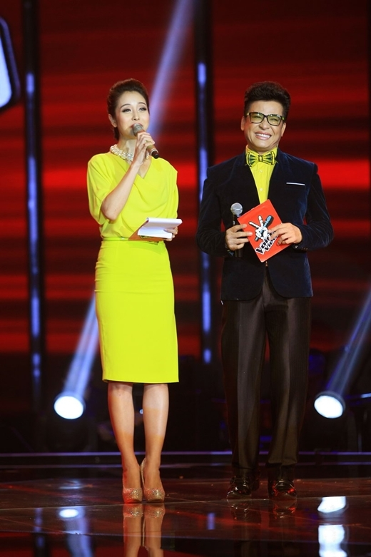 2 MC duyên dáng của chương trình: Thanh Bạch và Jennifer Phạm.