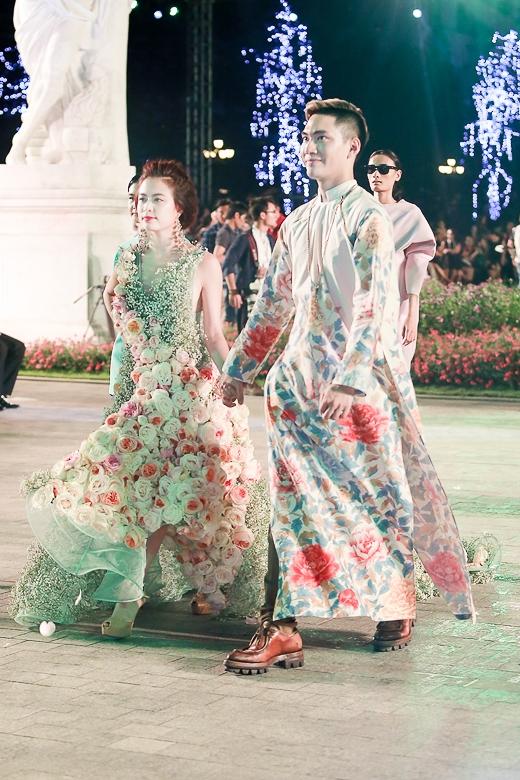 """Hoàng Thùy Linh lên sàn mẫu với chiếc đầm """"chưa từng có tại Việt Nam"""" - Tin sao Viet - Tin tuc sao Viet - Scandal sao Viet - Tin tuc cua Sao - Tin cua Sao"""