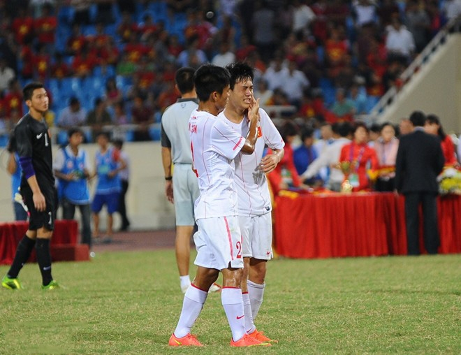 Bầu Đức vực dậy tinh thần các cầu thủ U19 Việt Nam