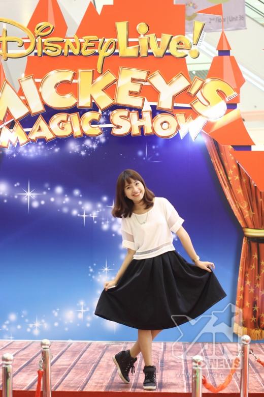 VJKim Nhã cũng tranh thủ thời gian tới tham gia vào hoạt động của Mickey và Goofy