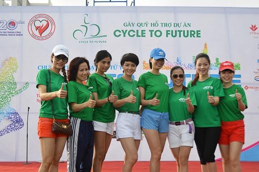 Mai Thu Huyền và Trương Thị May cùng nhau chạy bộ 8 km - Tin sao Viet - Tin tuc sao Viet - Scandal sao Viet - Tin tuc cua Sao - Tin cua Sao