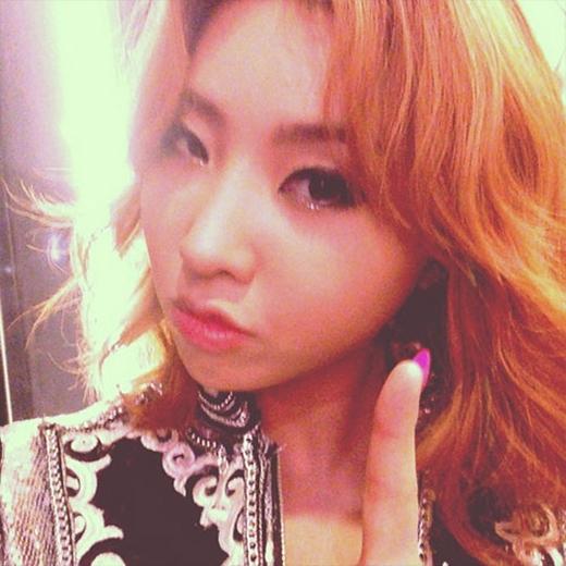 """Minzy mong chờ đến concert của YG tại Singapore và khoe hình: """"Tôi đã sẵn sàng rồi, các bạn thì sao?"""""""